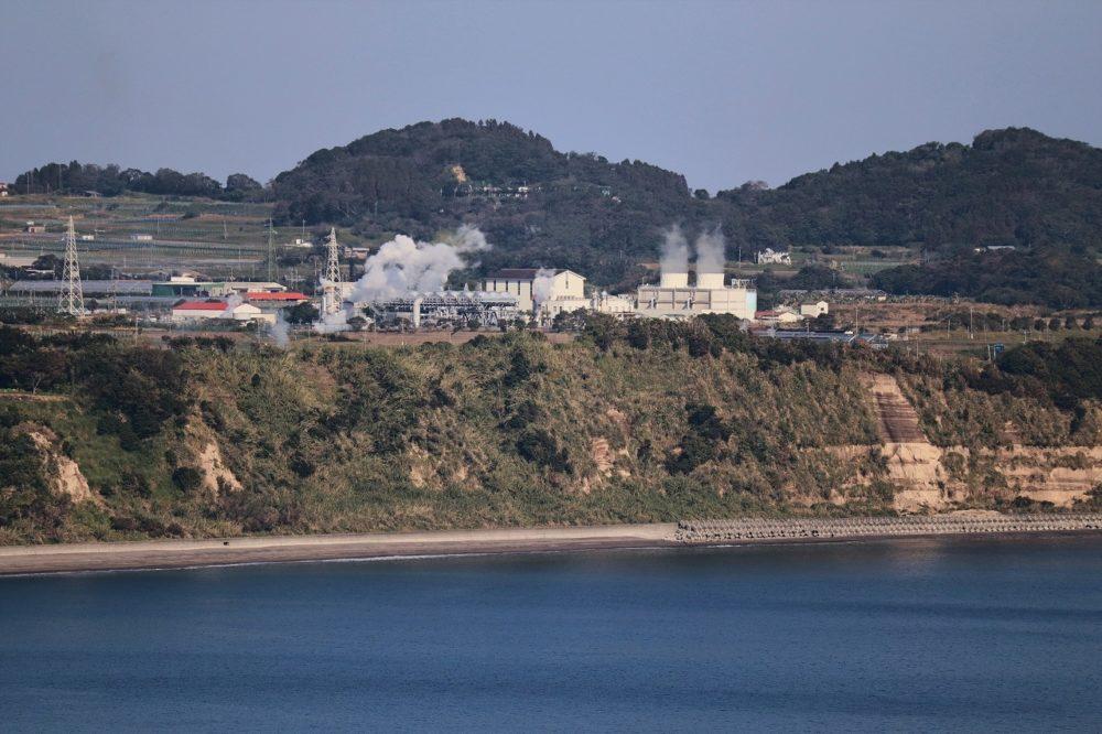 近くに見える地熱発電所