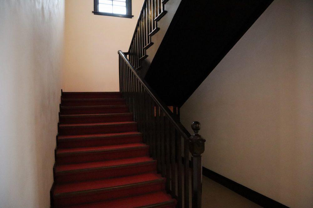 異人館の階段