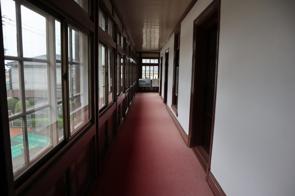 異人館の廊下
