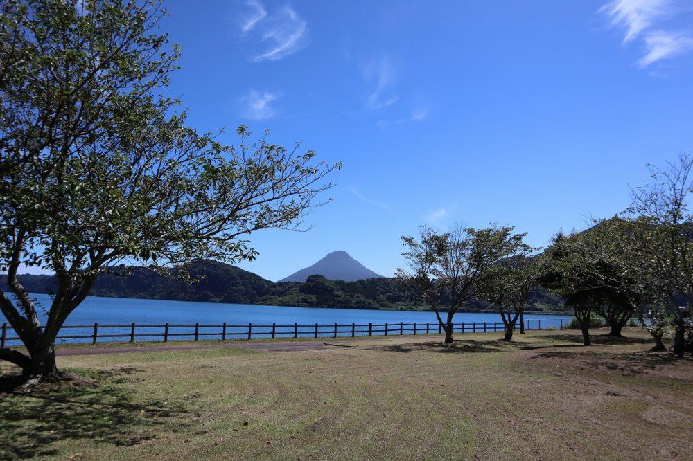 池田湖遊園地からの開聞岳