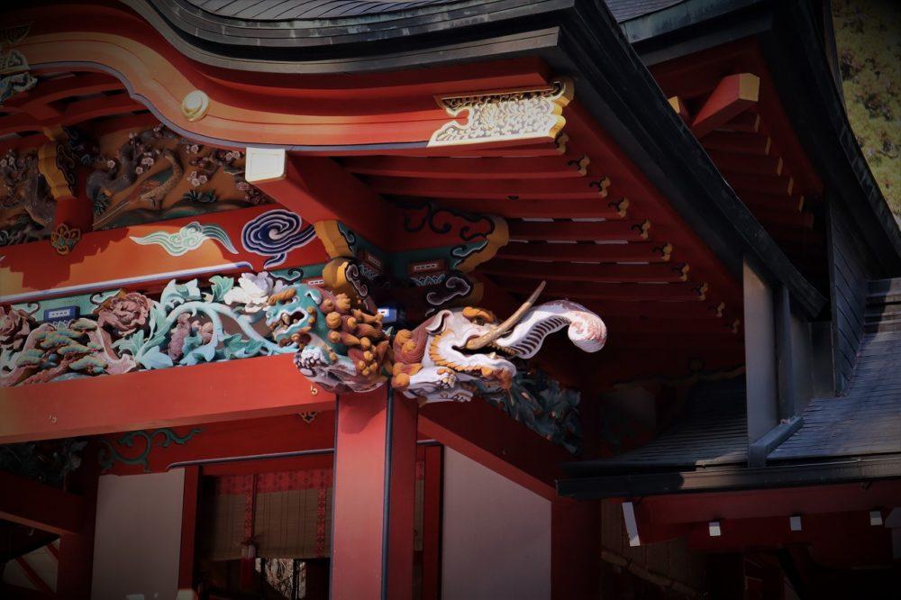 霧島神宮のゾウと狛犬の彫り物
