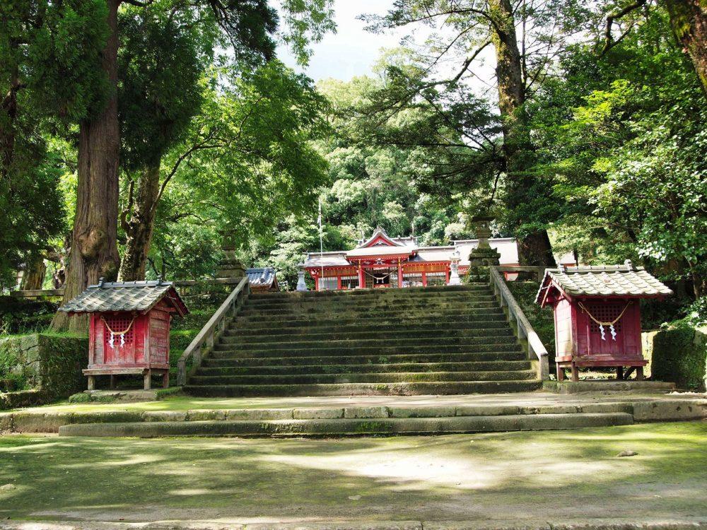 蒲生八幡神社の境内