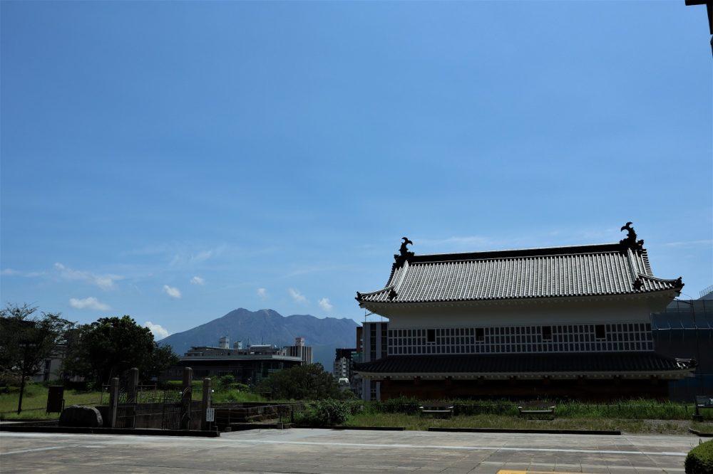 桜島と御楼門