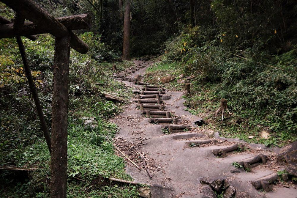 龍門滝への下り口