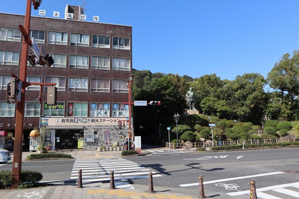 銅像が見れる喫茶店