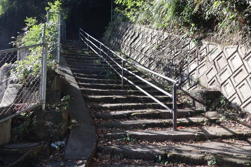 照国神社側からの登り口