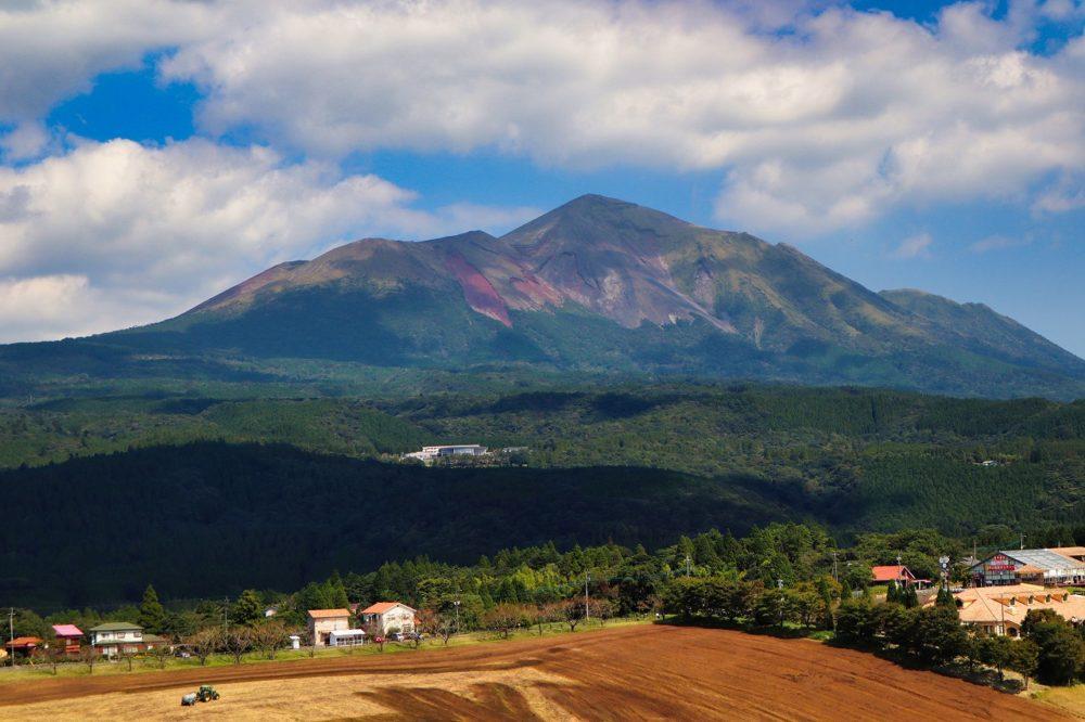高千穂牧場と高千穂峰