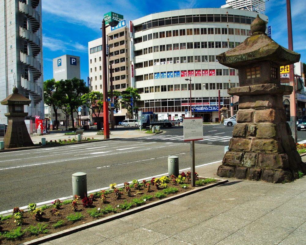 いづろ通りの石灯籠