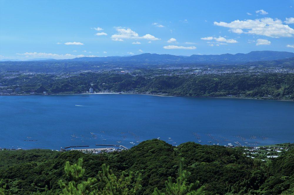 錦江湾の向こうの仙厳園